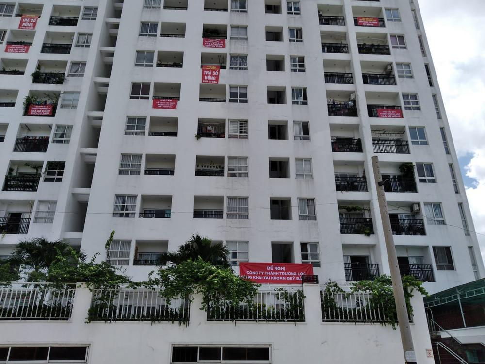 Hiện nay trên địa bàn TPHCM có 30.000 căn hộ bị treo sổ hồng vì chủ đầu tư tắc tiền sử dụng đất