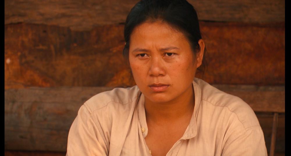 Sau nhiều vai diễn không mấy ai nhớ đến, nữ ca sĩ-diễn viên Trịnh Tuyết Hương vụt sáng với vai Đủ trong Cát đỏ