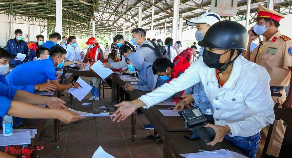 Người dân từ Đà Nẵng ra Huế chỉ cần ký tại địa chỉ https://tuongtac.thuathienhue.gov.vn/khaibao để được phê duyệt (qua mạng).