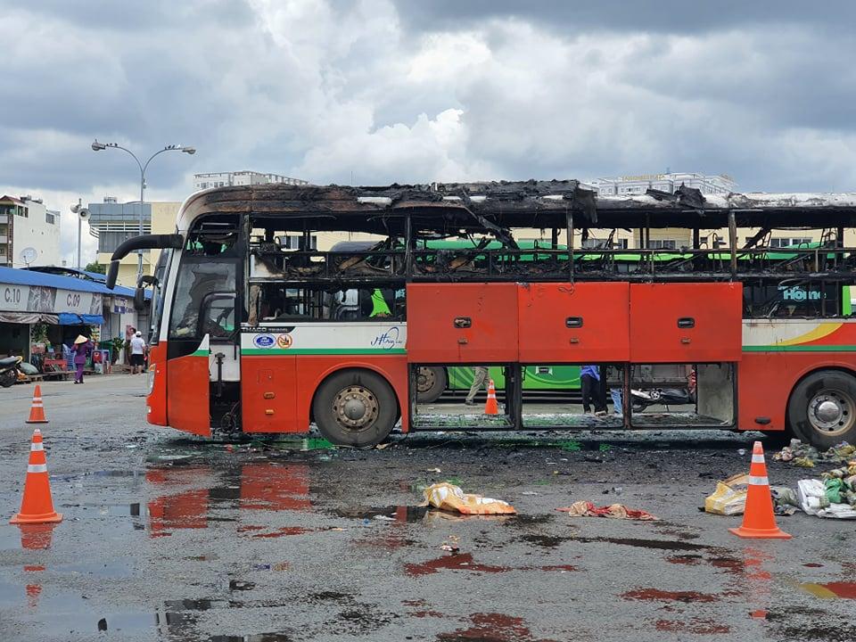 Hiện trường xe khách bốc cháy trong bến xe miền Đông vào trưa 15/9