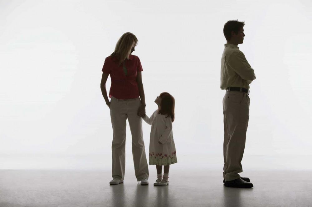 Không sống chung được nữa nhưng chỉ mong người lớn đừng ích kỷ mà hãy có trách nhiệm với con trẻ, hạn chế gây tổn thương cho tâm hồn thơ bé. (ảnh minh họa)