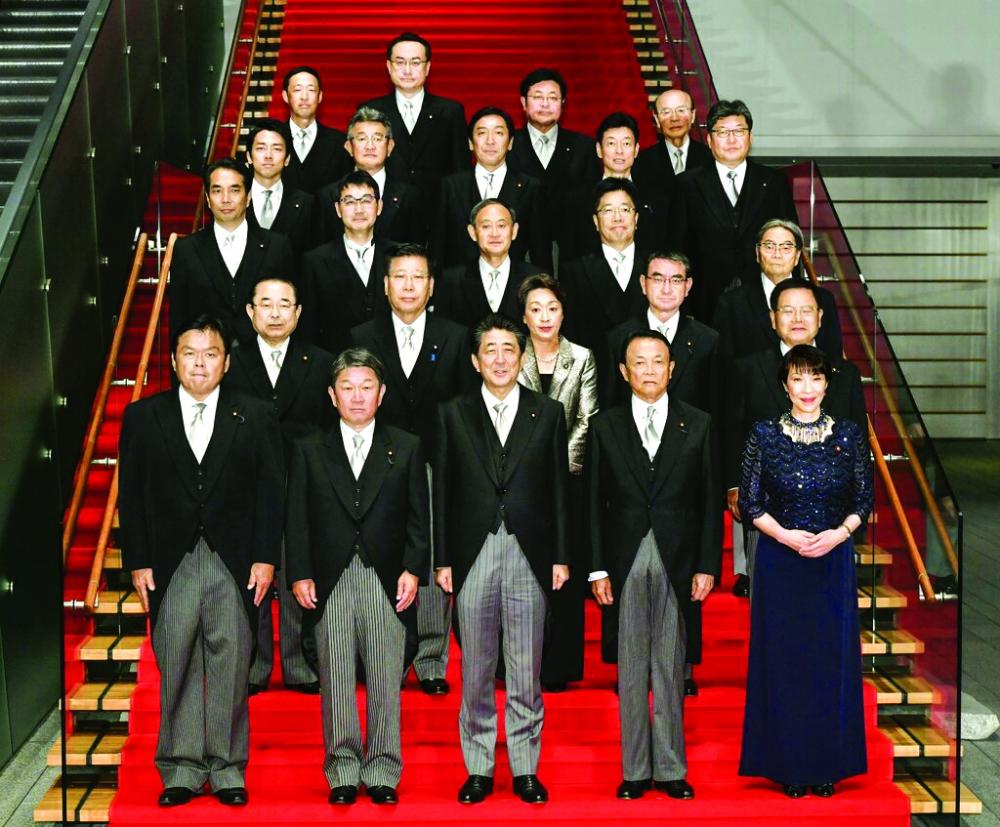 Nội các của ông Abe chủ yếu là nam giới - Ảnh: Kyodo News/Getty Images