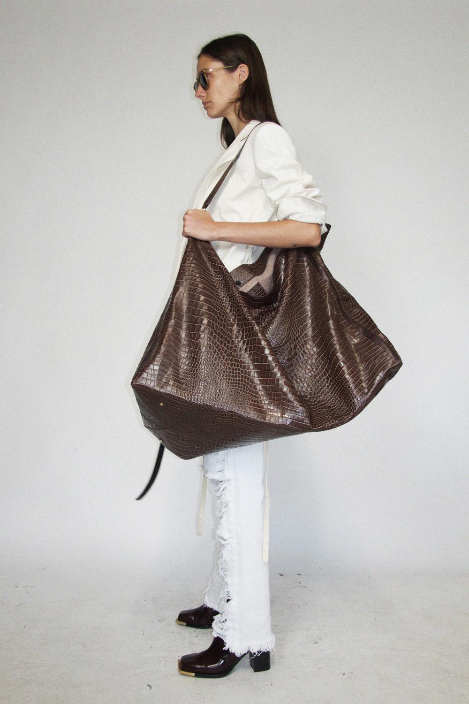 Mẫu túi Do hợp tác thiết kế cùng thương hiệu Medea từ Ý, xuất hiện trong bộ sưu tập xuân/hè 2021 của anh. (Ảnh: Vogue)