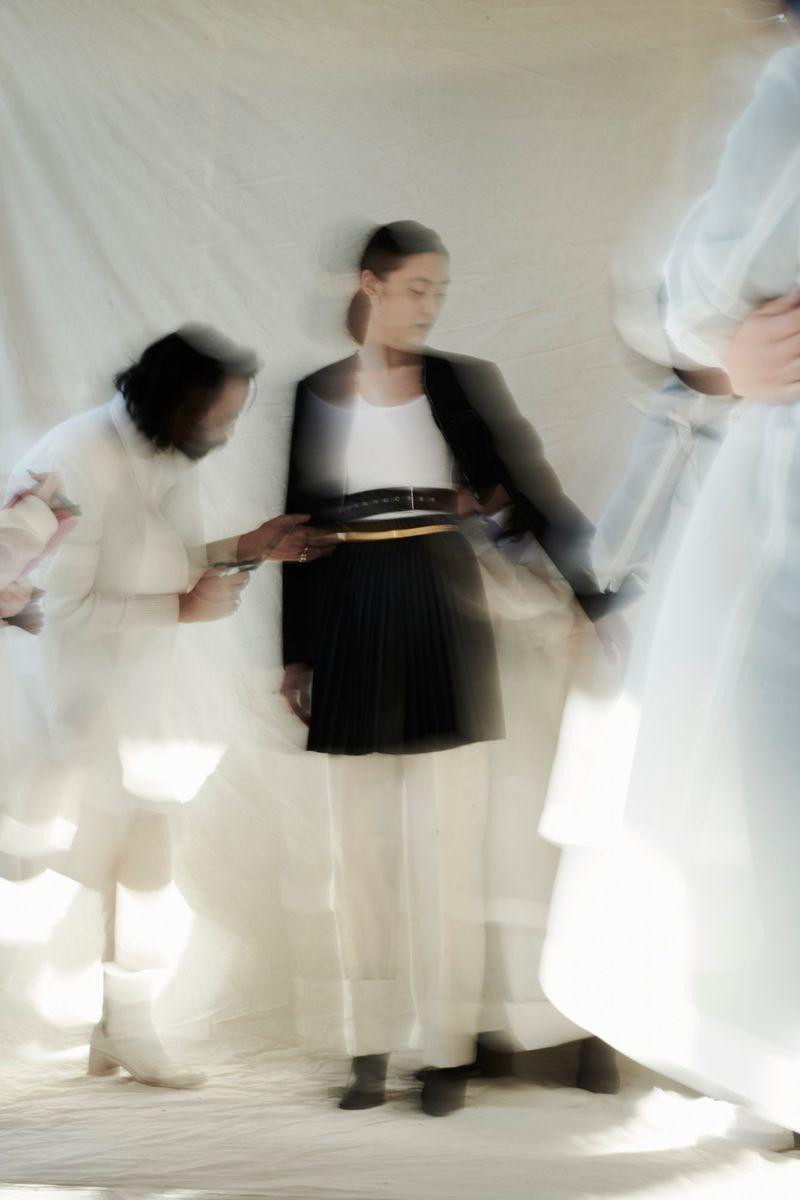 Nhiều thiết kế thanh nhã của Do có thể được mặc, phối linh hoạt, đem đến cơ hội tự do sáng tạo với trang phục cho khách hàng. (Ảnh: Moda Operandi)