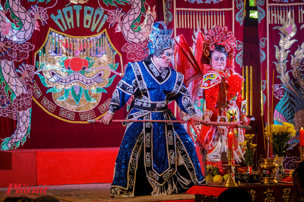 Trên đường đi Bạch Châu gặp và nên duyên với Trương Sa (NSƯT Linh Hiền), Xích Châu kết đôi với Trương Công (NSƯT Hữu Danh). Họ cùng nhau hợp lực để chống lại gian thần.