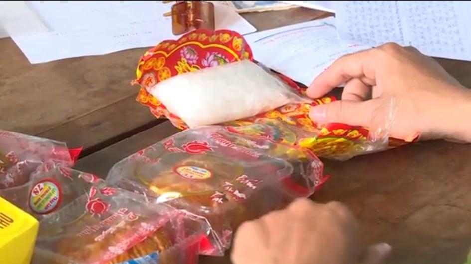 Gói ma túy được dấu trong hộp bánh trung thu