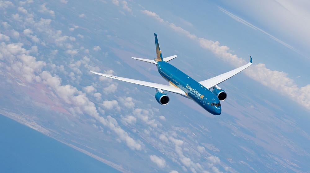Nhiều chuyến bay bị hủy do ảnh hưởng bởi bão số 5.