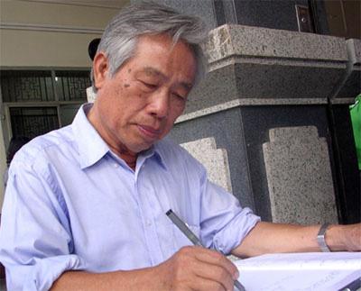 Nhà báo Đinh Phong là cây bút đa năng, có thể viết tốt nhiều lĩnh vực.