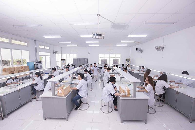 Sinh viên ngành Dược trường Đh Quốc tế Hồng Bàng