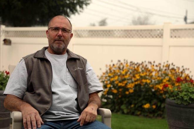 Myron kể lại với báo giới câu thuyện thoát hiểm trong ranh giới giữa cái chết và sự sống - Ảnh: USA Today