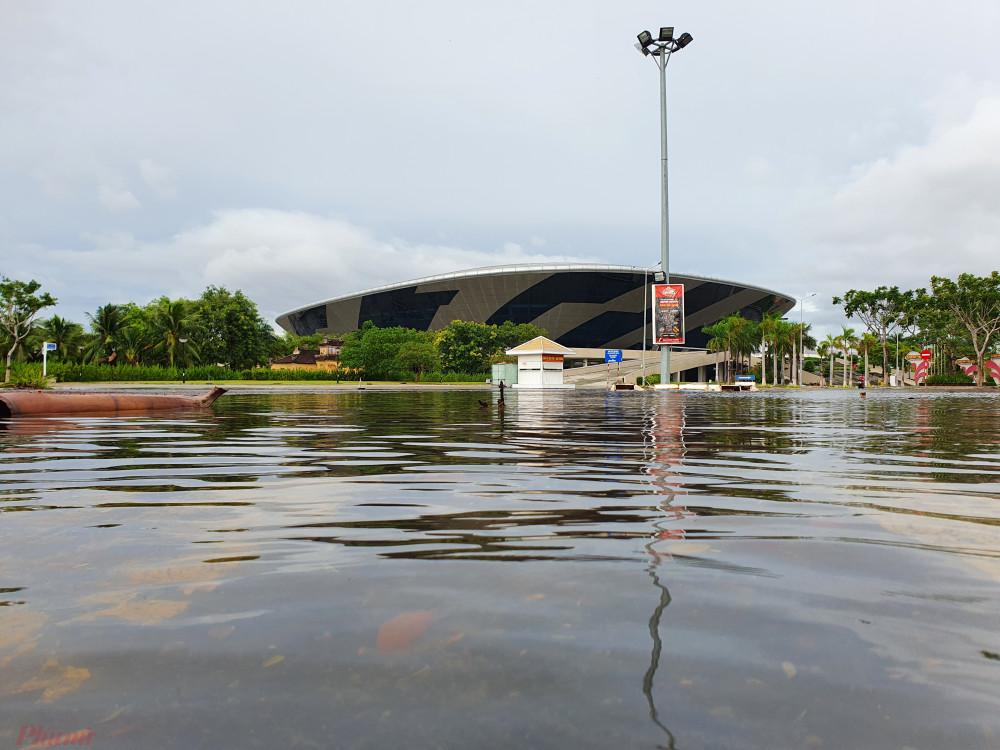 Một điểm ngập cục bộ ở cạnh Cung thể thao Tiên Sơn
