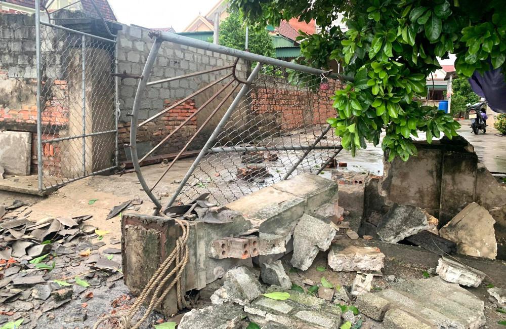 Nhiều công trình nhà dân cũng bị hư hỏng