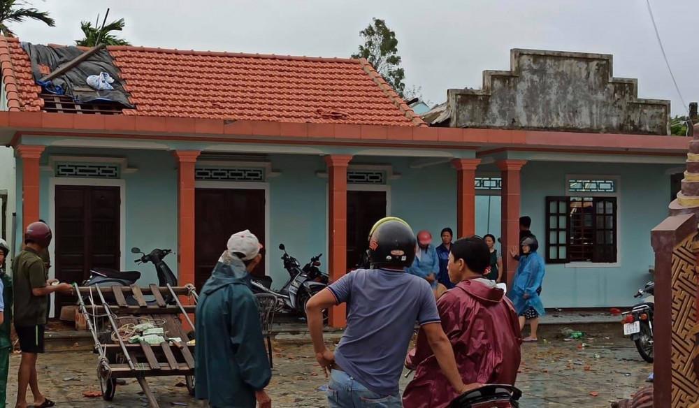 Nhà sập, tốc mái ở thôn 4 xã Điền Hòa, huyện Phong Điền