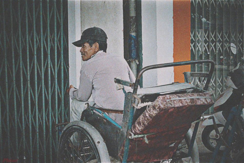Ông Nguyễn Vĩnh Lợi sống dựa vào chiếc xích lô và nghề xe ôm mười mấy năm qua…