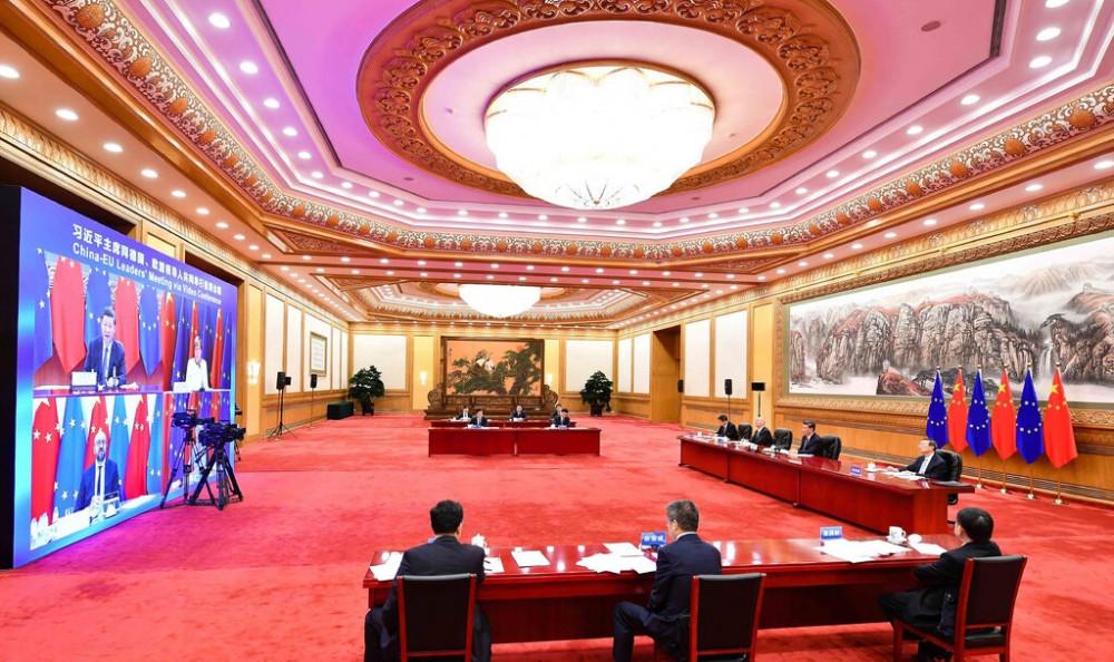 Lãnh đạo Trung Quốc, Tập Cận Bình, ở giữa bên phải, phát biểu tại Bắc Kinh hôm thứ Hai trong cuộc họp với các nhà lãnh đạo Liên minh châu Âu