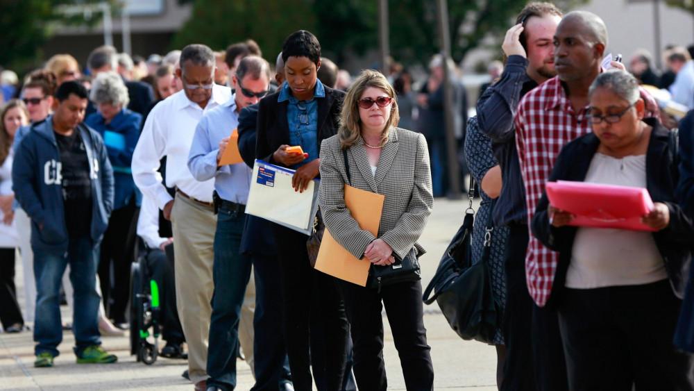 Tỷ lệ người lao động mất việc làm do COVID-19 ở Mỹ tăng cao đột biến - Ảnh: Shannon Stapleton/Reuters