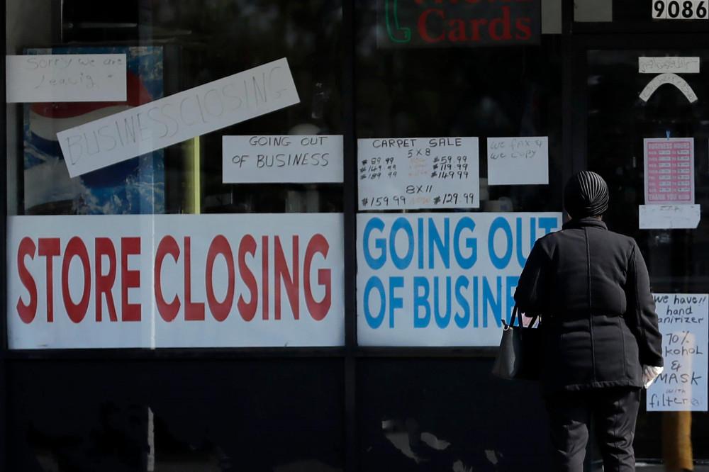Các biện pháp phòng chống coronavirus nghiêm ngặt từ chính phủ Mỹ đã dẫn đến việc hàng loạt các công ty và cơ sở kinh doanh phải ngưng hoạt động và sa thải nhân viên - Ảnh: Nam Y. Huh/Associated Press