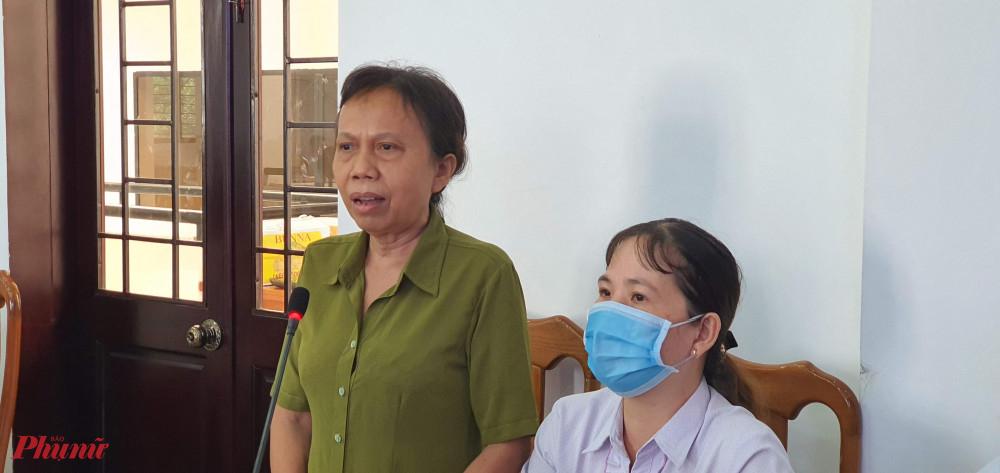 Các chị tham gia góp ý kiến tại buổi đối thoại