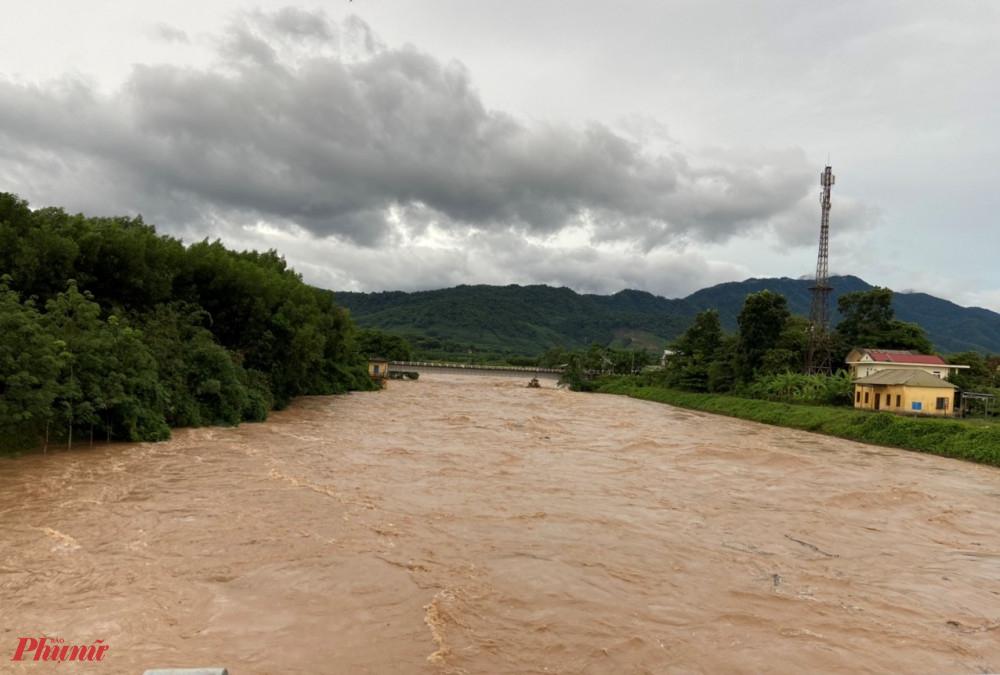 Trong lúc đó tại huyện miền núi Nam Đông nước lú hiện đang bắt đầu lên