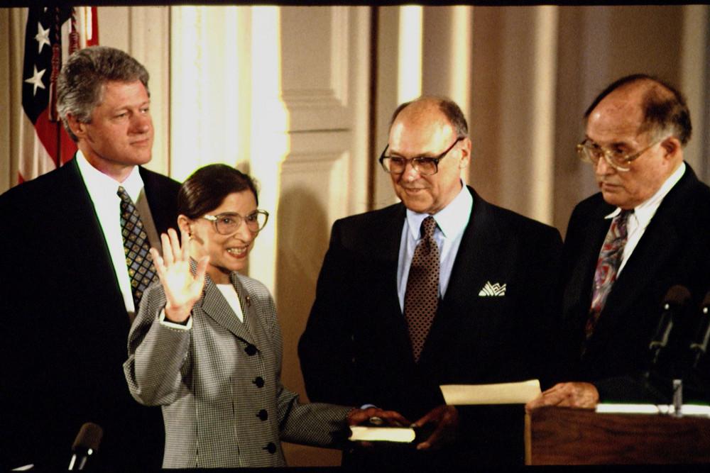 Thẩm phán Ginsburg được tổng thống Clinton bổ nhiệm làm Thẩm phán Tòa án Tối cao năm 1993 - Ảnh: Jeffrey Markowitz/Sygma/Getty Images