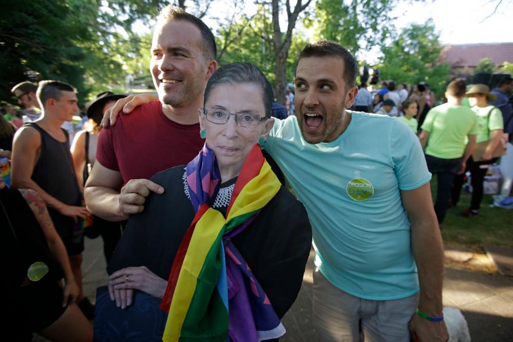 Năm 2015, thẩm phán Ruth Bader Ginsburg đã thành công trong việc vận đông Tòa án Tối cao công nhận và cho phép hôn nhân đồng tính trên toàn nước Mỹ - Ảnh: Rick Bowmer/AP