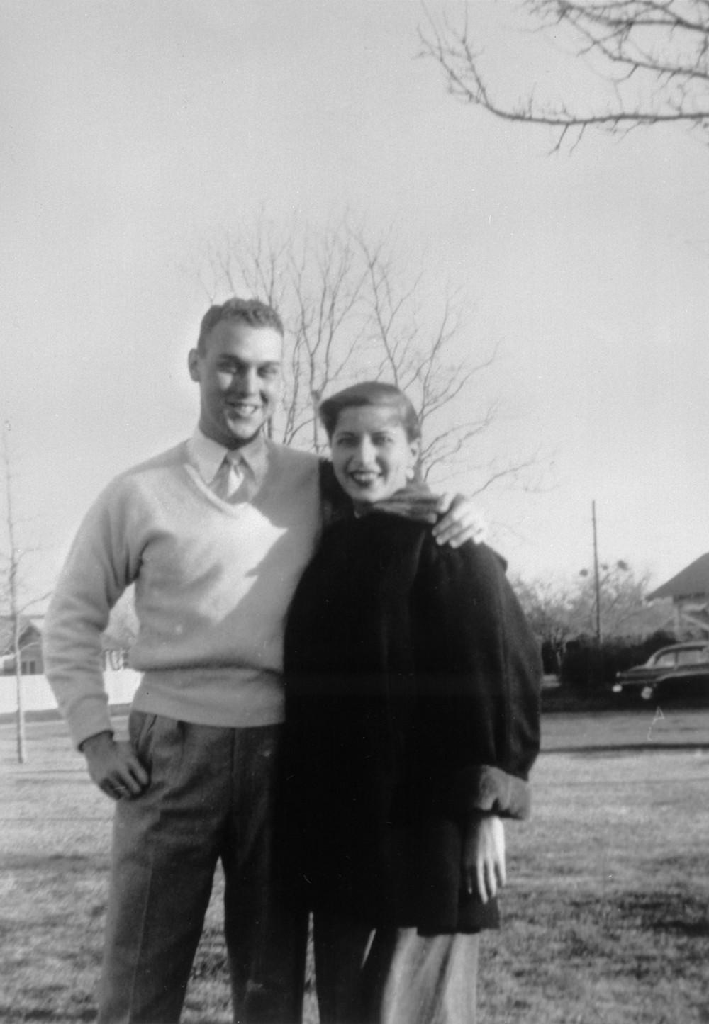 Bà Ruth Bader cùng người chồng tương lai Martin Ginsburg hồi mới quen nhau thời sinh viên - Ảnh: SCOTUS