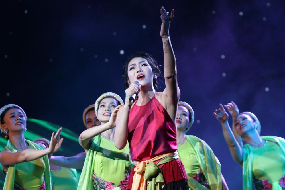 Ca sĩ Minh Thu