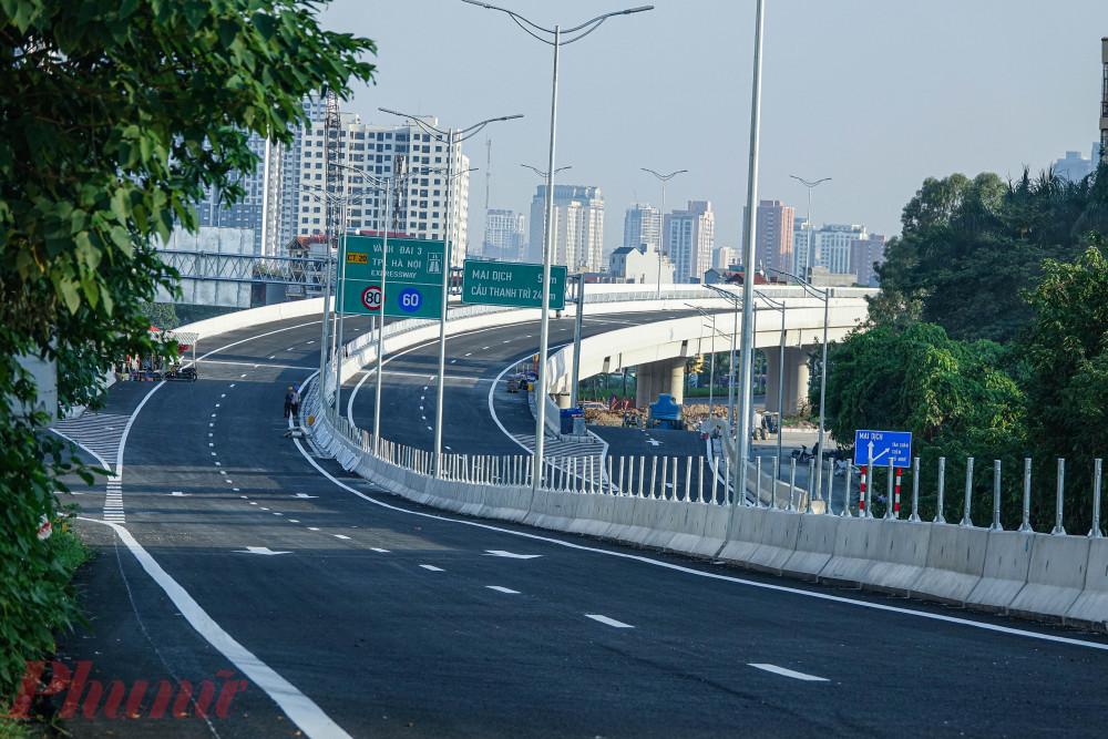 Công tác sửa chữa mặt cầu Thăng Long được đánh giá là cấp bách bởi tuyến cầu cạn vành đai 3 Mai Dịch - Nam Thăng Long đang hoàn thiện và dự kiến khánh thành trong năm nay.