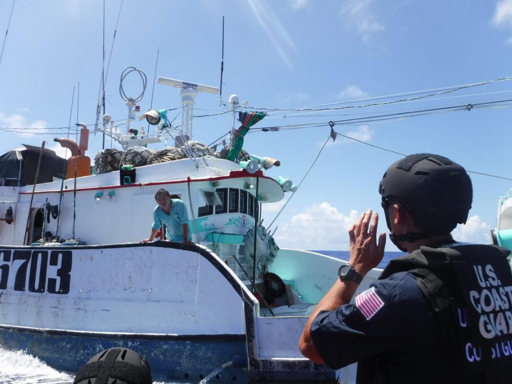 Lực lượng Bảo vệ Bờ biễn Mỹ đang tuần tra kiểm soát các hoạt động đánh bắt cá trên biển - Ảnh: U.S. Coast Guard/USCGC Sequoia