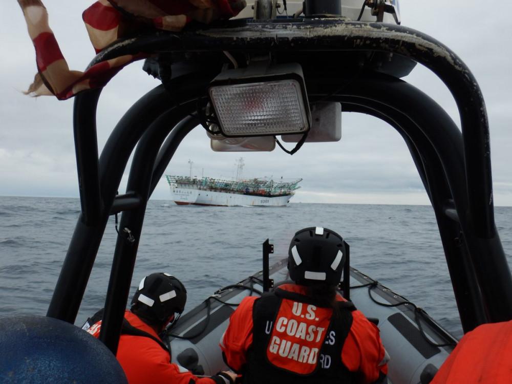 Sẽ có sự phối hợp chặt chẽ giữa các cơ quan liên quan của Mỹ và Bộ quốc phòng các nước trong việc tuần tra, giám sát, và xử lý tình trạng đánh bắt cá trái phép trên biển trong thời gian sắp tới - Ảnh: U.S. Coast Guard/