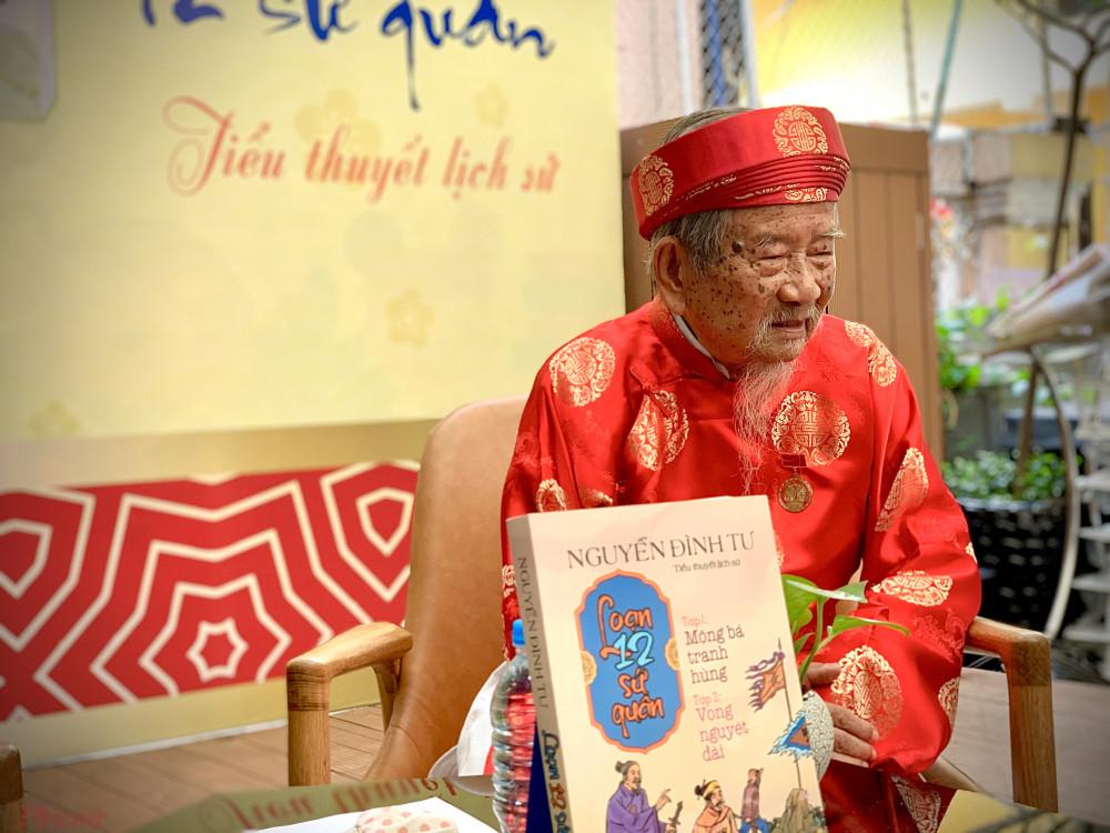 Nhà nghiên cứu Nguyễn Đình Tư dành nhiều năm để viết bộ sách Loạn 12 sứ quân.