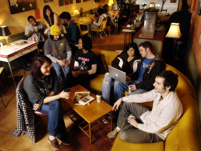Quán cà phê vốn là điểm hẹn quen thuộc của nhiều người dân Anh - Ảnh: Edtimes