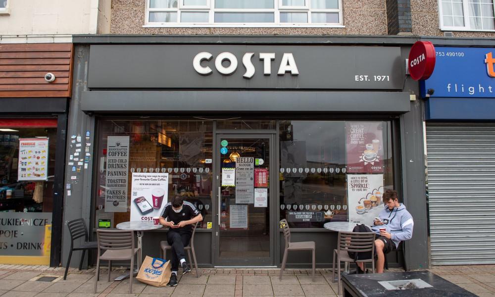 Costa Coffee - một trong những chuỗi cà phê lớn nhất nước Anh - sẽ cắt giảm hơn 1.600 việc làm do ảnh hưởng của coronavirus - Ảnh: Maureen McLean/Rex/Shutterstock