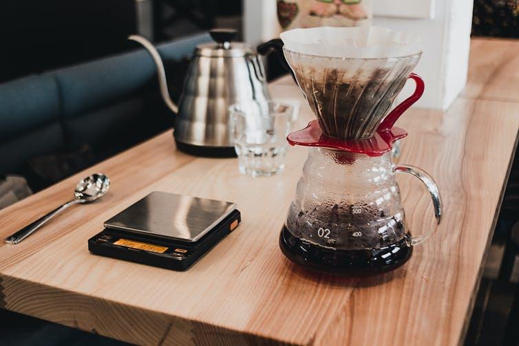 Các thiết bị pha cà phê tại gia đang được ưa chuộng - Ảnh: Eugene Simonenko/Shutterstock
