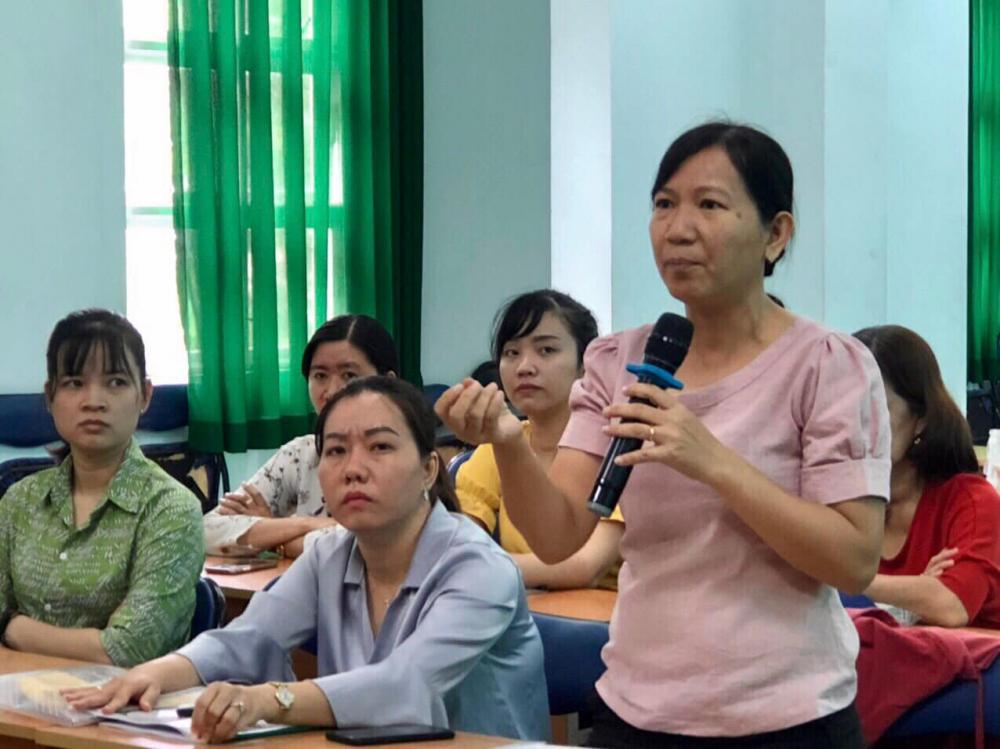Các tuyên truyền viên nêu tình huống cần tư vấn tại chương trình tập huấn.