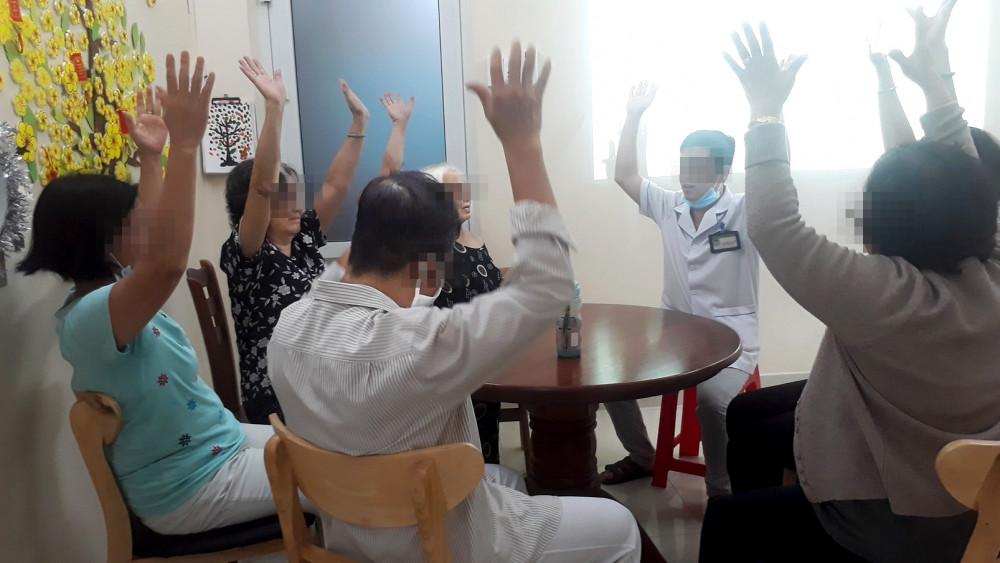 Một buổi sinh hoạt của các bệnh nhân sa sút trí tuệ