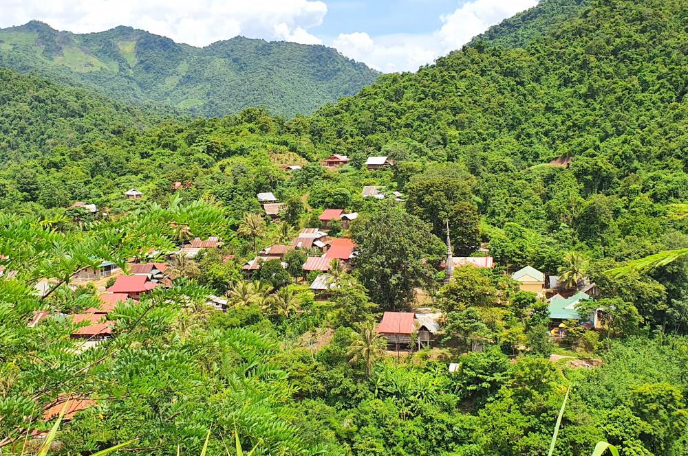 háp cổ Yên Hòa nằm ở thượng nguồn dòng Nậm Nơn, giáp tỉnh Xiêng Khoảng (Lào).