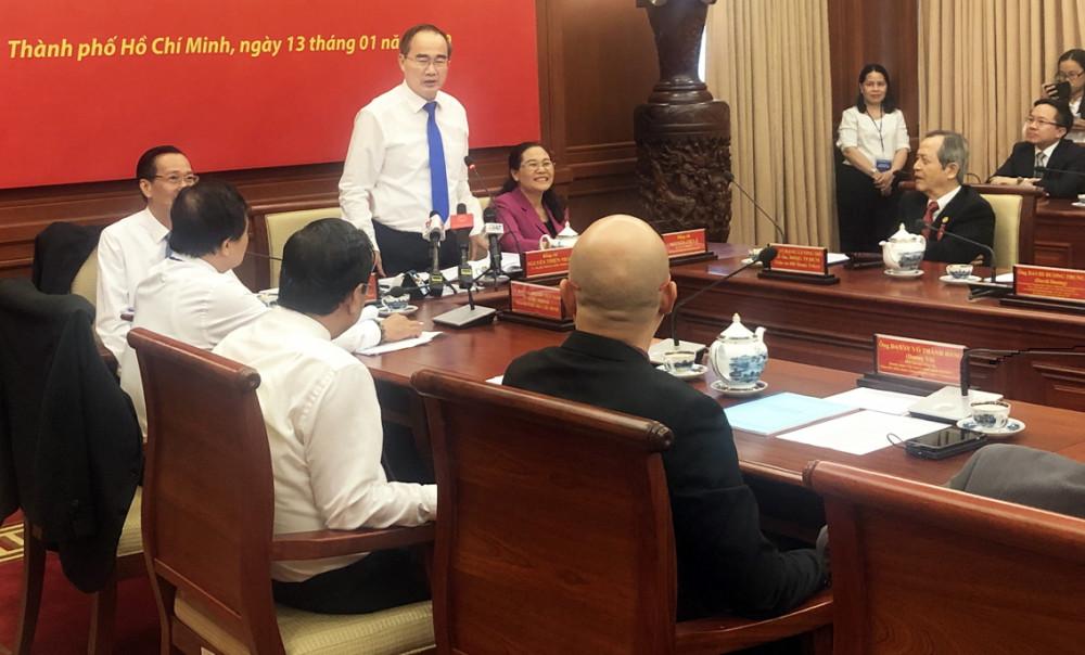 Bí thư Thành ủy Nguyễn Thiện Nhân cùng lãnh đạo HĐND, UBND và Ủy ban Mặt trận Tổ quốc Việt Nam TP.HCM gặp gỡ lắng nghe đóng góp của đại biểu kiều bào tiêu biểu, đại diện cho các chuyên gia trí thức, doanh nhân, hội đoàn người Việt Nam ở nước ngoài hồi đầu năm 2020