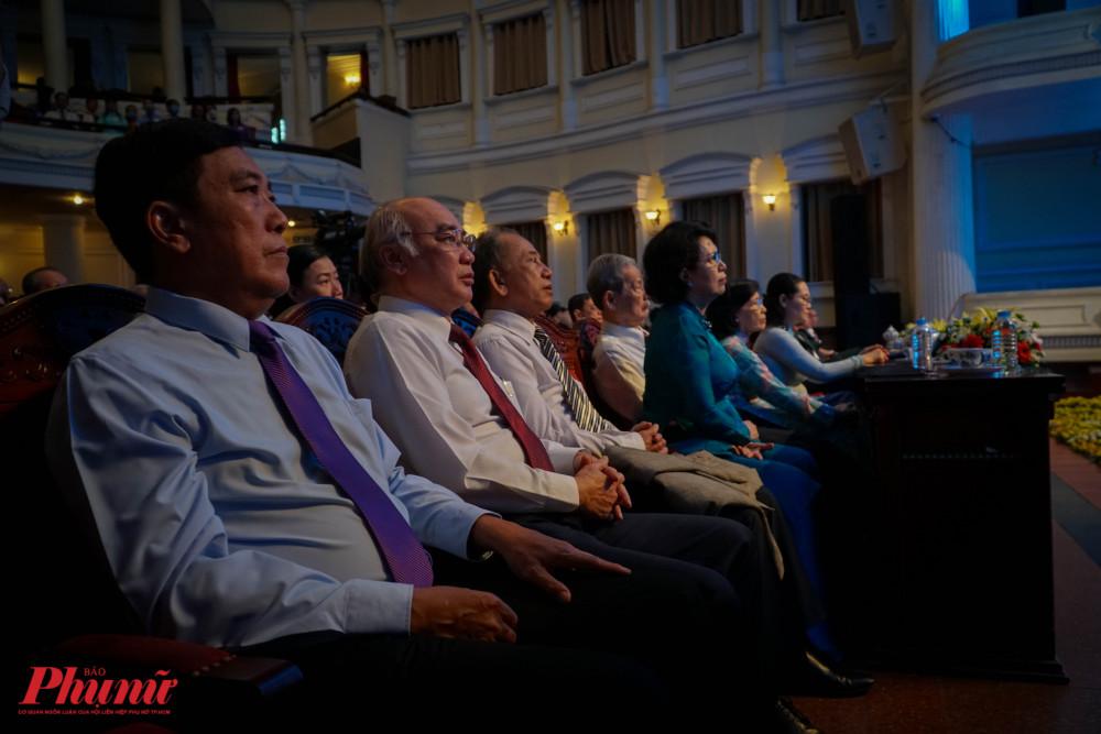 Nhiều lãnh đạo, nguyên lãnh đạo thành phố tham dự cuộc họp mặt
