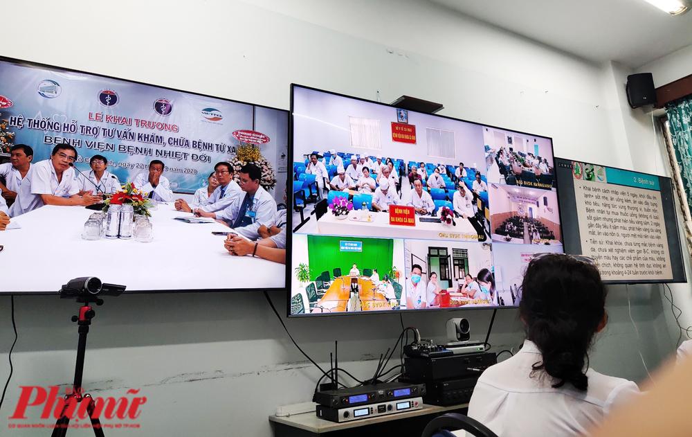 Các bác sĩ BV Bệnh Nhiệt đới TP.HCM thực hiện tư vấn, khám chữa bệnh từ xa sáng 22/9 qua hệ thống Telemedicine