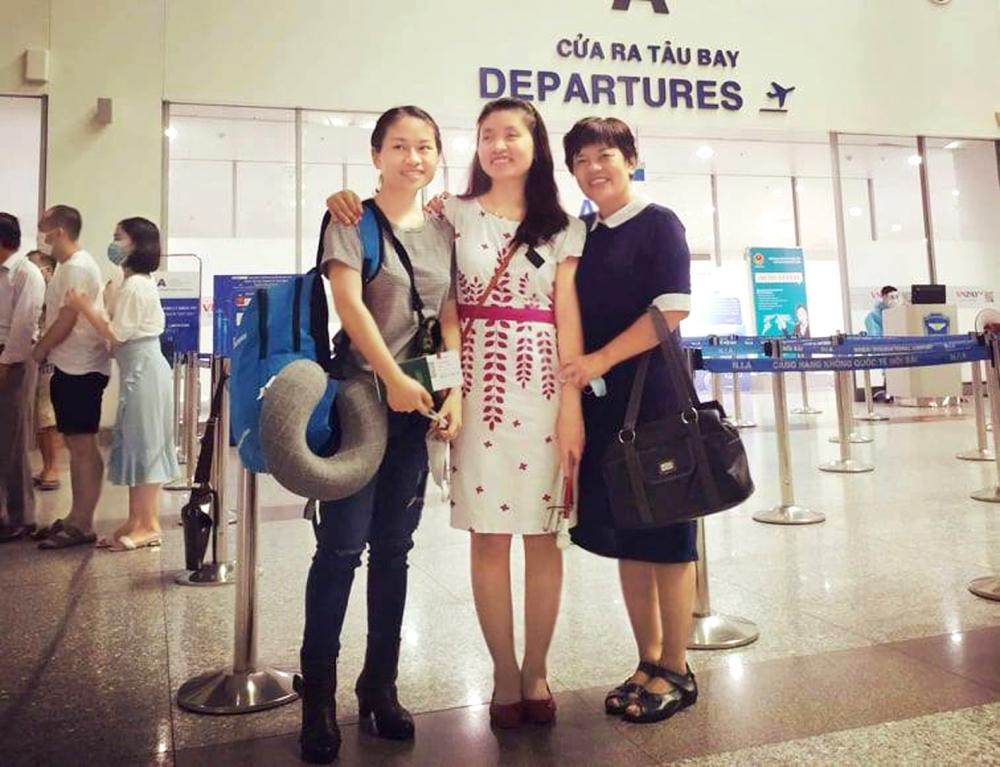 Mẹ và em gái luôn sát cánh bên Thu Hương (giữa) trên mọi hành trình