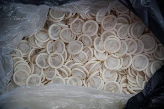 Sử dụng bao cao su tái chế sẽ đối mặt với nhiều nguy cơ về bệnh tình dục và mang thai ngoài ý muốn, ảnh internet