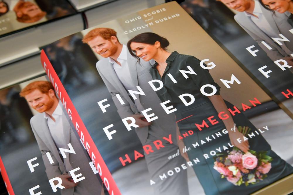 Cuốn sách về Meghan và Harry từng liên tục cháy hàng cho tới khi bị tố viết sai sự thật.
