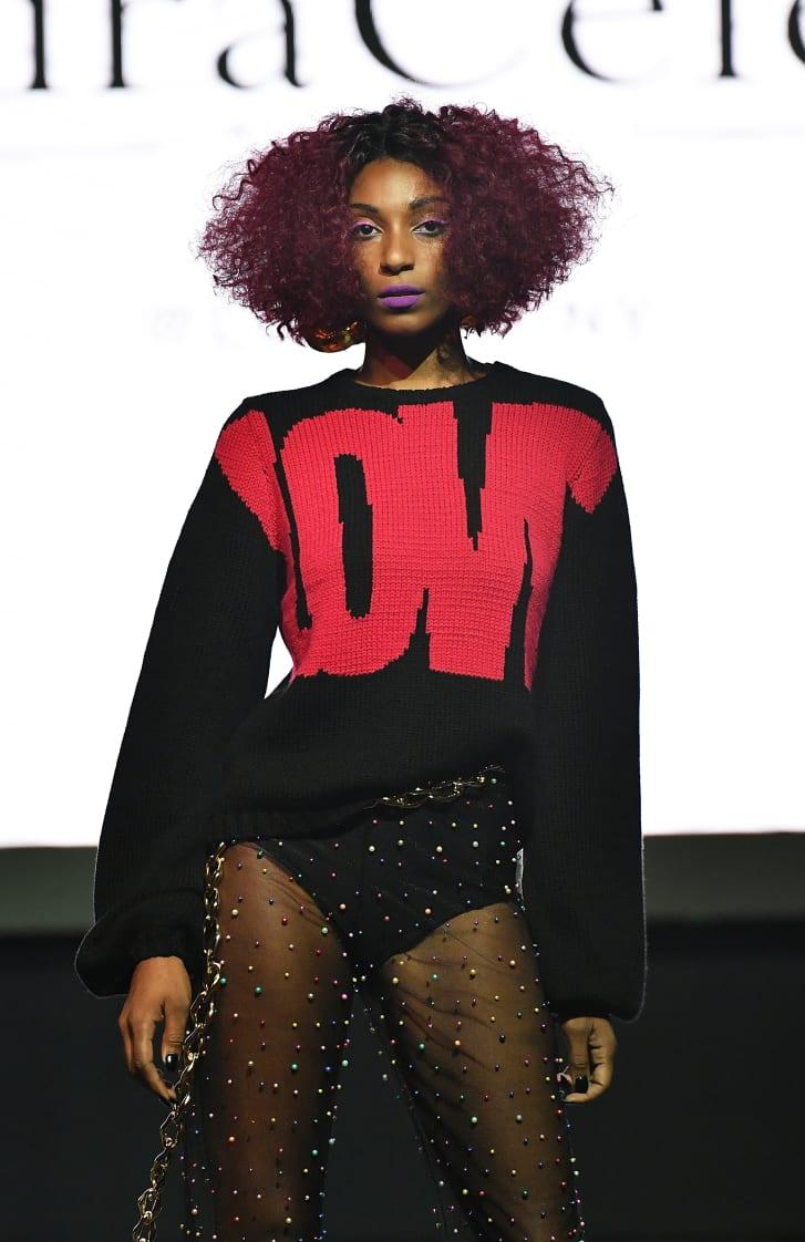 Một mẫu thời trang được giới thiệu trên nền tảng