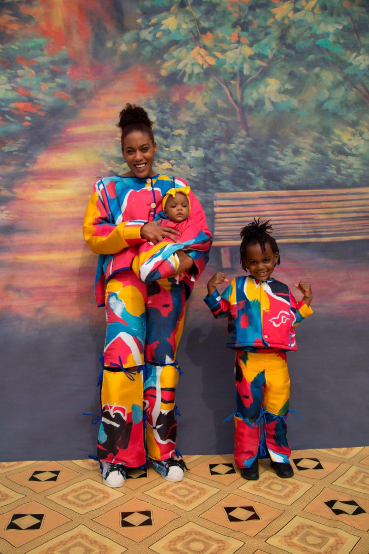 Trang phục dành cho mẹ và bé của Bethany Williams tại LFW