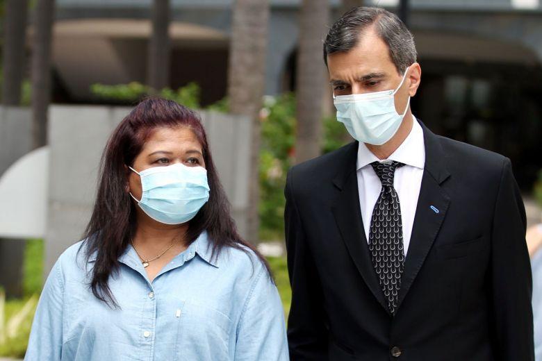 Cô Parti Liyani cùng luật sư của mình tại phiên tòa hôm 8/9/2020 - Ảnh: Wong Kwai Chow/ST