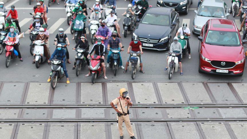 Việt Nam chống dịch thành công trong điều kiện nguồn lực hạn chế - Ảnh: Reuters