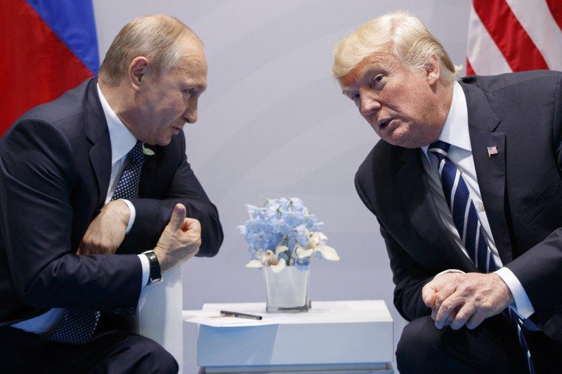 Tổng thống Putin (trái) và Tổng thống Trump (phải) sẽ có cuộc đối đầu tại giải Nobel Hòa bình 2021.