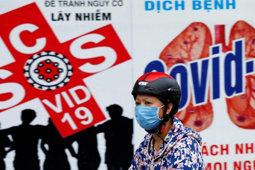 Việt Nam không còn xa lạ với các bệnh truyền nhiễm, người dân nhanh chóng biết phải làm gì - Ảnh: Reuters