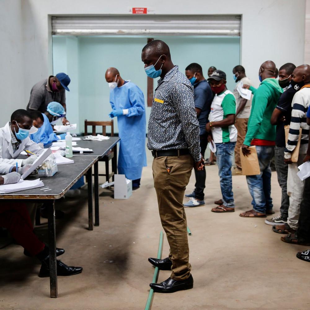 Tỷ lệ người dân được xét nghiệm coronavirus ở các nước châu Phi là rất thấp - Ảnh: Brian Inganga/AP